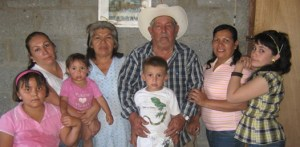 Con una agradable merienda familiar, fue festejado el onomástico de Teresa Romero Castro.