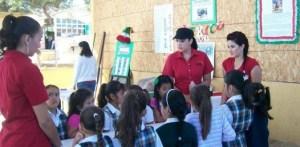 En la Biblioteca Amelia Wilkes, le dan orientación a los niños sobre la historia del libro y sobre el Día Mundial del Libro que fue el 23 de abril.