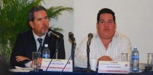 El secretario de Turismo, Alberto Treviño, deslumbró a los diputados con una imagen irreal del turismo estatal.