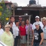 """Vecinos de la colonia Lomas Altas, con integrantes del grupo """"Miércoles de denuncia""""."""