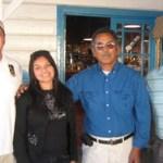 Los negroguererrenses Lorena López León, Teodoro Romero y Cutberto Martínez Villanueva, participarán en el Festival de La Canción, en las gráfica los acompaña el diputado Guillermo Santillán Meza (Enrique Montaño).