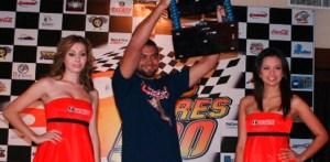 """Con un tiempo de 4 horas 13 minutos y 29 segundos, Rodimiro Amaya Zamorano en autos y Francisco Septiem con 4:29:05 en motos, fueron los ganadores de la décimo séptima edición de la carrera de off road """"Dos Mares-500"""","""