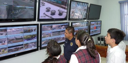 Visitan estudiantes instalaciones de la SSPE