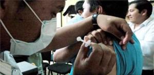 """Hoy es el único día de vacunación, la cita es en punto de las 12:00 del día, en el Centro de Salud, """"Dr. Francisco Cardoza Carballo"""", jurisdicción sanitaria ubicada en la calle 5 de Mayo, esquina con Ignacio M. Altamirano."""