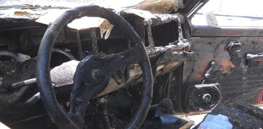 Consumió el fuego un vehículo de Sky