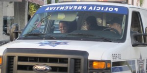 """""""Los bonos son los que están pendientes"""" dice agente de policía municipal a Peninsulardigital la tarde de este viernes once de junio."""