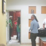 Personal del Sistema de Administración Tributaria (SAT) quienes se negaron a brindar información sobre las gestiones que estaban realizando, ya que dijeron no están autorizados y podrían caer en una falta (Lupita Gómez)