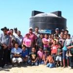 Un tinaco para almacenar 10,000 litros de agua fue el que el presidente municipal de Comondú, Dr. Joel Villegas Ibarra entregó a las 32 familias que habitan en la recién conformada colonia Nueva Esperanza, ubicada en el Estero San Buto, delegación de Puerto San Carlos.