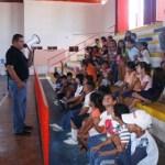 El Lic. Guillermo Godoy Cota, director del deporte municipal, dio la bienvenida a los niños del Curso de Verano 2010.