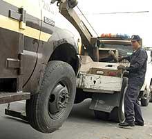 El dueño del corralón le desmanteló su carro y lo vendió en partes