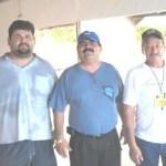 Jorge Márquez Navarro presidente del Club de Caza, Tiro y Pesca Cachanía A.C., acompañado de los jueces del Torneo Internacional del Dorado (Enrique Montaño).