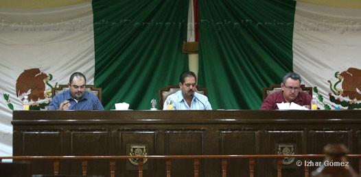 Buscan diputados frenar crecimiento impagable de nóminas municipales