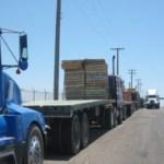 El pleito entre camioneros que prestan servicio de carga en la terminal de Pichilingue, acentúa más el problema en el sector que podría repercutir en el abasto oportuno de materiales en el Estado.