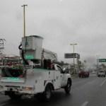 Unidades de la CFE, recorren la infraestructura a su cargo para efector de verificar afectaciones por las lluvias de Georgette.