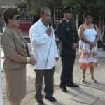 El doctor Romo Sandoval, acompañado de autoridades municipales al dar el banderazo de arranque la Semana Nacional de Salud (Germán Cota).