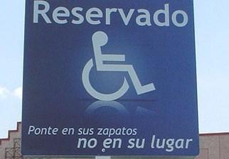 Aumentarán la multa a quien invada espacios de estacionamiento para discapacitados