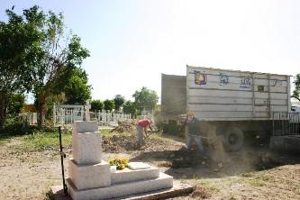 Arreglan los panteones para el día de Muertos