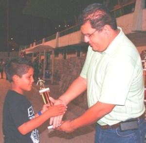 Premiación a los campeones del Interligas de futbol.
