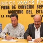 El gobernador Narciso Agúndez y el dirigente seccional del SNTE Guillermo Aguilar, firmaron la minuta que marca el fin de las negociaciones salariales y contractuales del Gobierno del Estado con el Magisterio, con una bolsa de 50 MDP en beneficios.