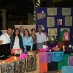 Los Publirrelacionistas encabezaron la presentación de altares de muertos en explanada de la marina en Puerto Paraíso.