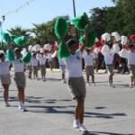 Lucidor fue el desfile con estudiantes y policías que participaron con juegos acrobáticos.