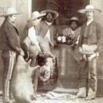 La exhibición está integrada por 125 fotografías y por una reproducción de un estudio fotográfico del año de 1862, elaborado por Don Manuel Cruces.