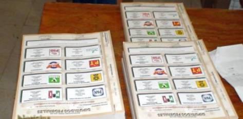 El número de folios por distrito para los tres rubros de la elección  (gobernador, presidentes municipales y diputados) será igual al número de votantes registrados al padrón electoral.