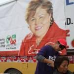 Esthela Ponce hizo con los vecinos varios compromisos, mismos que firmó en un acta que fue signada también por la señora Moyrón García, por el candidato a diputado Omar Zavala y por la corredora de carros Fuera del Camino, Elizabeth Wayas, como testigos de honor.