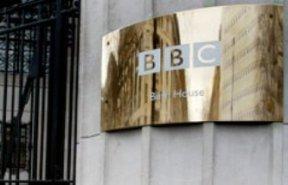 El programa Top Gear aparece, en algunas empresas de cable, en el canal BBC 2.