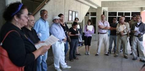 Mientras el Consejo General Universitario (CGU) realizaba la toma de posesión de consejeros estudiantiles, después de años de no hacerlo, el FUNDA-UABCS reunió a un considerable número de académicos, prensa y alumnos para manifestarse en pie de lucha.