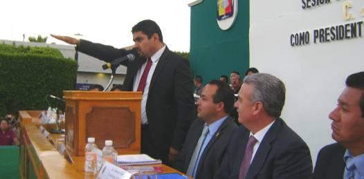 Auditorías, reducción de sueldos y compactación de nómina de confianza anuncia el alcalde loretano