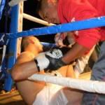 """Los jueces tuvieron poco trabajo, porque la actividad en el ring se tornó indiferente, tanto que empezó la rechifla para que los peleadores se dieran golpes, el mismo réferi los conminó a pelear, por lo que en el tercer asalto, la pegada del """"Olímpico"""", se empezó a imponer con golpes al rostro de """"El Ingeniero""""."""