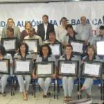 La UABCS entregó reconocimientos a los trabajadores administrativos que han dedicado 10, 15, 20, 25 y 30 años de servicio a la universidad.
