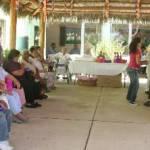 En la Casa de Día, el Sistema para el Desarrollo Integral de la Familia DIF, por su parte realizó un baile, les ofreció un pequeño regalo y una bonita convivencia, esto como una actividad institucional que encabezó la presidenta y directora del DIF, Gloria Gaviarían de Agúndez y María del Carmen Zerón respectivamente, durante su mensaje