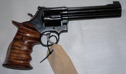 Lo agarraron  en posesión de una Magnum 357