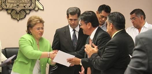 Presenta la alcaldesa paceña a su gabinete