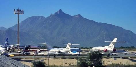 La construcción de una nueva terminal aérea en San José del Cabo responde al incremento del tráfico aéreo motivado en gran parte por el desarrollo turístico de Los Cabos como uno de los más visitados por turistas de todo el mundo.