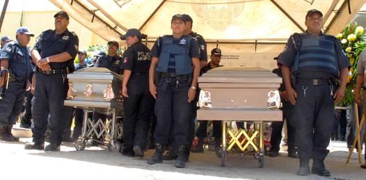 Sentido último adiós a los policías asesinados en San Antonio