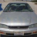 El vehículo en cuestión, un Honda Accord Lx, modelo 1997, color gris, con placas de circulación CZL-92-87, se encontraba en total abandono, con las ventanillas abiertas y sin espejos retrovisores laterales.