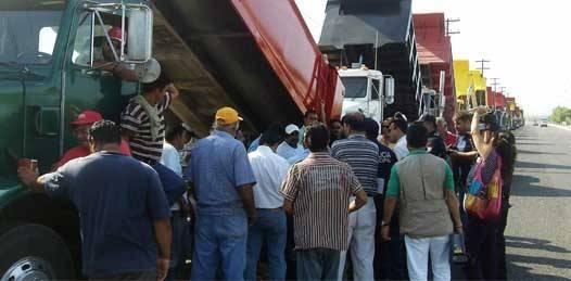 """""""Sólo un grupito"""" hace negocio con el transporte en el estado, denuncian camioneros"""