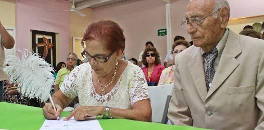 El amor no conoce edad: Ernestina y Eduardo contrajeron nupcias en la casa de ancianos municipal