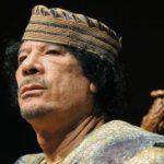 """""""Millones de libios están a mi lado. Estamos en nuestra casa y lucharemos hasta la última gota de sangre para defender nuestro honor, nuestro petróleo y nuestras riquezas"""", declaró Gadafi en un discurso ante sus seguidores en Al Aziziya, 50 kilómetros al sur de Trípoli."""