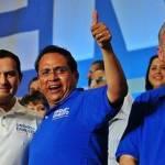"""""""Amigo Ernesto en mi tierra reconocemos tu liderazgo"""" expresó Marcos Covarrubias ante miles de guanajuatenses el pasado fin de semana."""