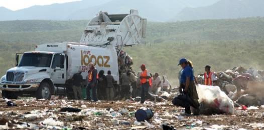 Trinchera en relleno sanitario y compactadora de basura para este año