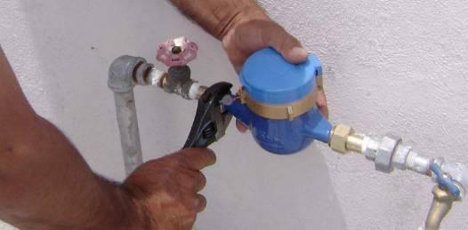 Inicia la colocación del 90% por ciento de los medidores de agua faltantes en La Paz