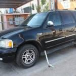 Este es el vehículo Ford Expedition, tipo vagoneta, cuatro puertas, color negro, modelo 2002, con placas de circulación número 705-PMD5, el cual cuenta con reporte de robo en la ciudad de San Bernardino California, E.U.A.