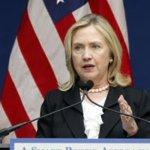 La secretaria de Estado de Estados Unidos, Hillary Clinton, dijo el viernes que Al Qaeda estaba detrás de un reporte no confirmado sobre una amenaza para dañar a los estadounidenses, especialmente en Nueva York y Washington.