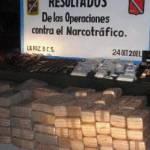 Las fuerzas militares aseguraron 139 paquetes con un peso de 466.19 kilogramos de mariguana, un paquete con un peso de 1.04 kilogramos de cocaína en piedra, 16 bolsas con un peso de 6.74 kilogramos cristal, 22 envoltorios con un peso de 4 gramos cristal, 2 bolsas con un peso 0.840 kilogramos de cocaína, 3 envoltorios con un peso de 12 gramos de cocaína, cinco armas largas, dos armas cortas, nueve cargadores, 337 cargadores para diversas armas, 6 mil 680 pesos y un teléfono celular.