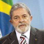 """Luego de realizarse exámenes, el ex mandatario de 66 años, que gobernó Brasil de 2003 a fines de 2010, """"fue diagnosticado con un tumor localizado en la laringe"""" y recibirá tratamiento de quimioterapia, señala el comunicado del hospital."""