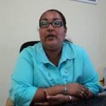 """Paola Gutiérrez señaló que """"la obra consiste en un laboratorio de turismo equipado y dos aulas académicas en lo que se refiere al ámbito escolar académico y como obra exterior tenemos lo que es la cancha de usos múltiples en lo deportivo y la obra exterior de cisternas para complementar el abasto de agua del plantel""""."""